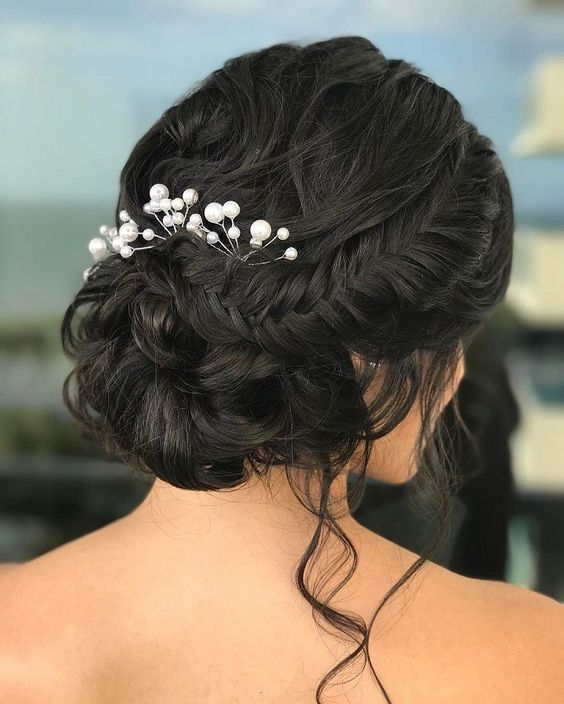 Image Source - http://www.fabmood.com/soft-braided-updo-bridal-hairstyle/