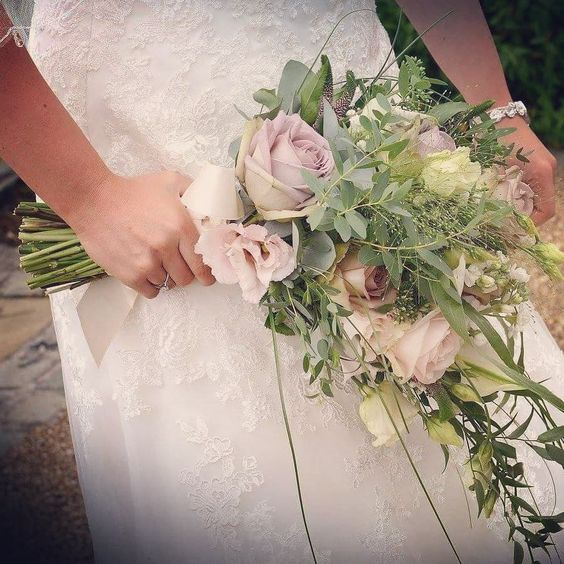 Image Source - https://www.instagram.com/p/Bfu0F55hl6H/?taken-by=floraleventsweddings