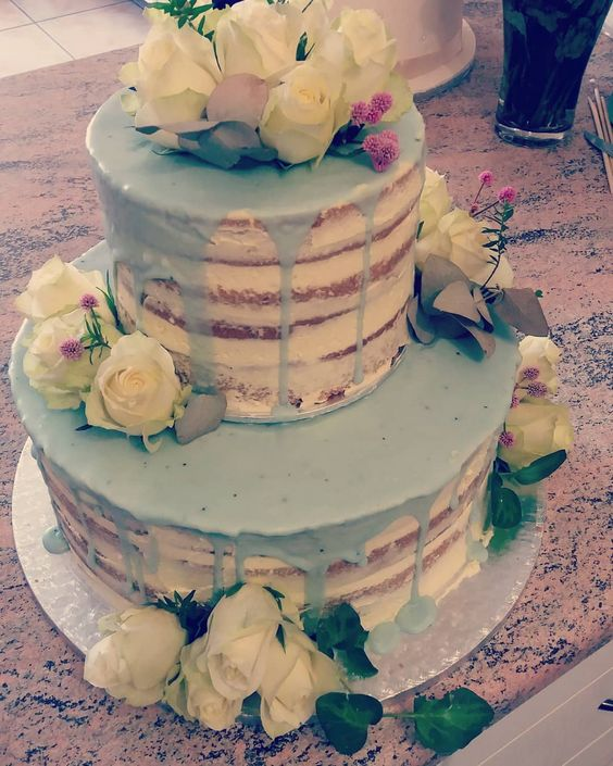 Image Source - https://www.instagram.com/p/Bi_c2-Fnshd/?tagged=nakedweddingcake