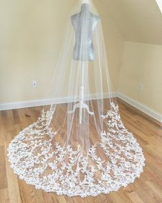 Image Source - https://www.instagram.com/p/Bj42n01F_iq/?tagged=weddingveil