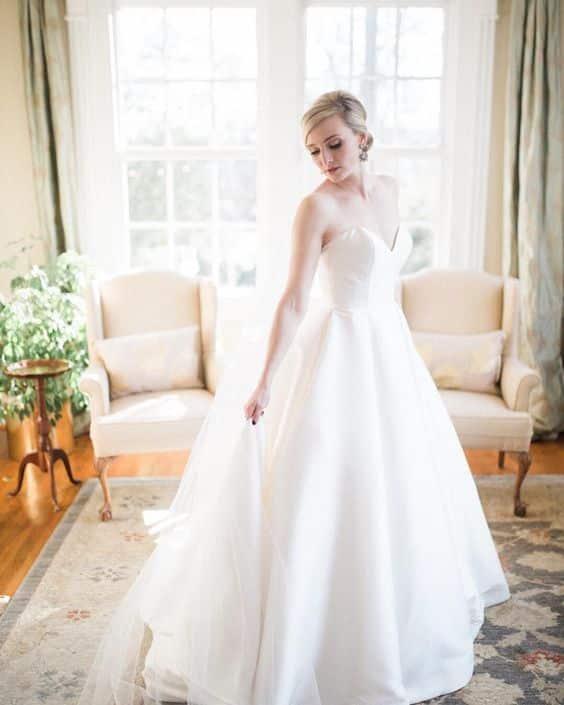 Image Source - https://www.instagram.com/p/BjpOr9AHEVc/?tagged=weddingveil