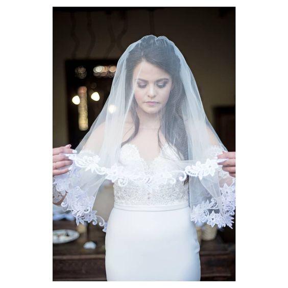 Image Source - https://www.instagram.com/p/Bj4gNurgBNy/?tagged=weddingveil