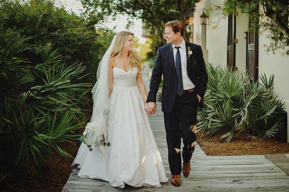 Image SOurce - https://www.instagram.com/p/BjsbnMlnTuQ/?tagged=weddingveil