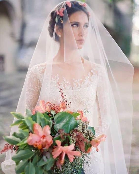 Image Source - https://www.instagram.com/p/BjogACWBMfC/?tagged=weddingveil