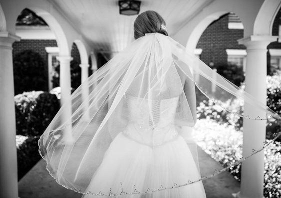 Image Source - https://www.instagram.com/p/Bjzn6HgjlL2/?tagged=weddingveil